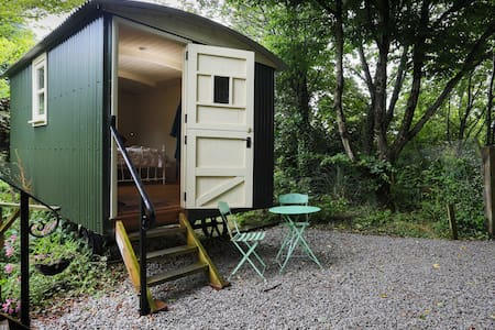 Shepherds hut at Berry Lane Cottage - Nanstallon