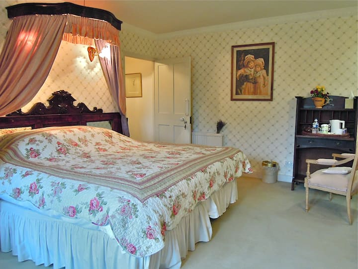 Fosse Farmhouse - The Pink Bedroom