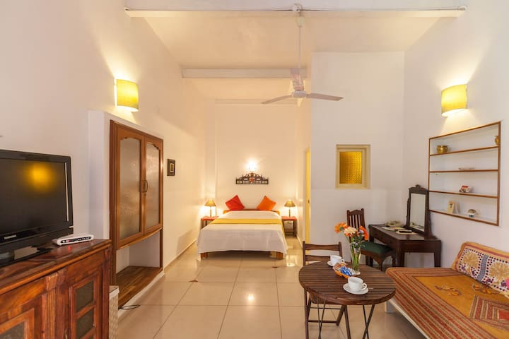 3 rooms in heritage cottage, Garden