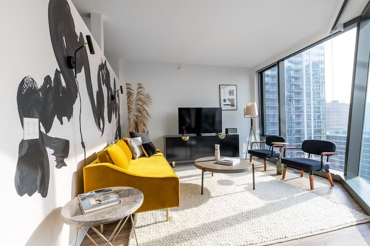 Practical South Loop Studio w/ Gym, Pool, W/D, near the L, by Blueground