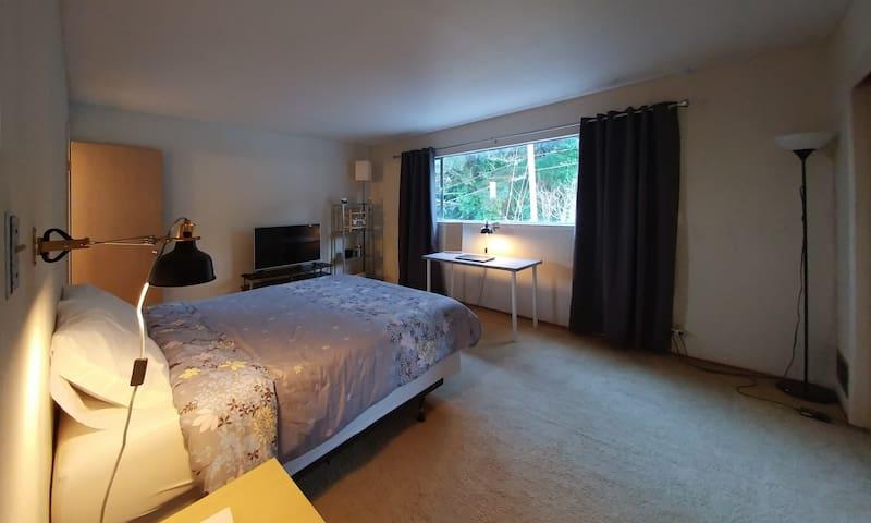 Room w/ Private Bath - Fast WiFi near SFO - Millbrae - House
