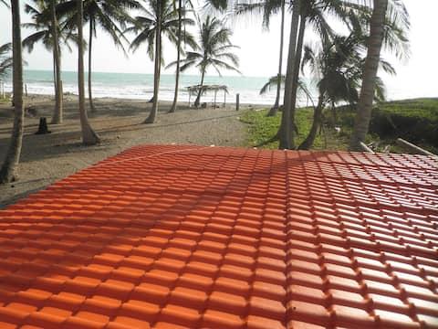 MAYFRE Cabaña frente a playa Cojimies-Pedernales