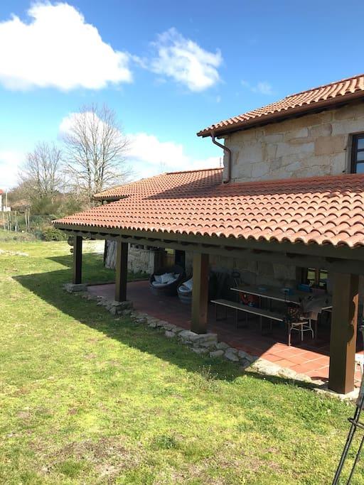 Casa de campo con piscina espaciosa y tranquila caba as - Apartamentos con piscina en galicia ...
