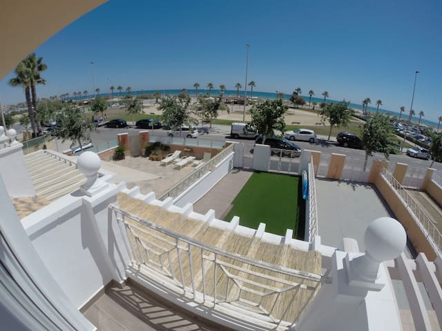 Beachfront room in big house 1 min walking - Pilar de la Horadada - House