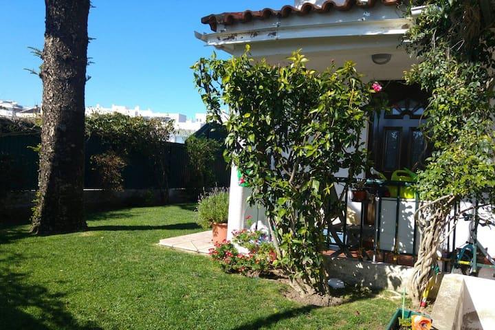 Moradia inserido na zona residencial e perto Praia - Oeiras - Ev