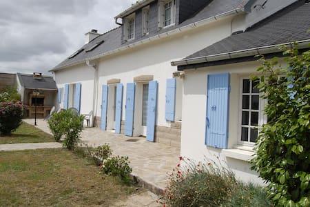 maison bretonne - Châteauneuf-du-Faou - บ้าน