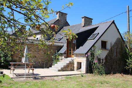 Gîte campagne bretonne, mer à 25 km - Plédéliac - Naturstuga