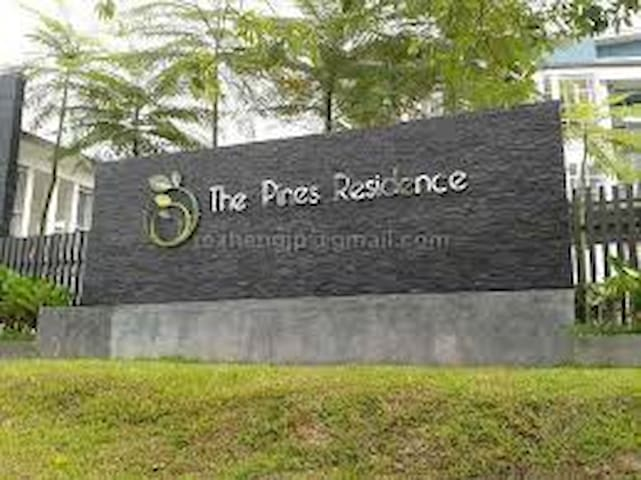 The Pines Residence Resort Living - Gelang Patah - Apartment