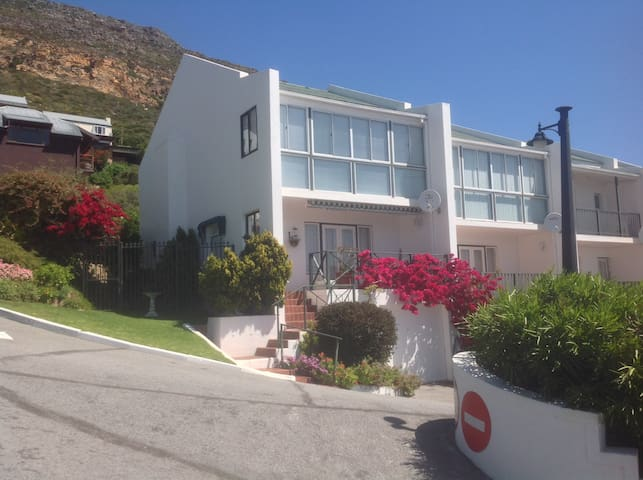 Simon's Town self catering townhouse. Bay view.