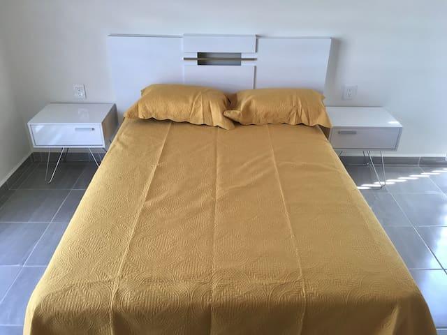 Cómodas habitaciones. Comfortable rooms.