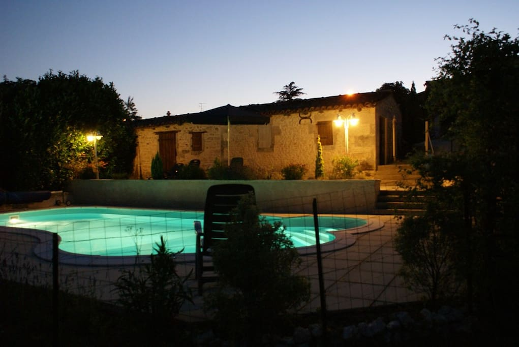 Domaine la Fontaine, zwembad 'by night'