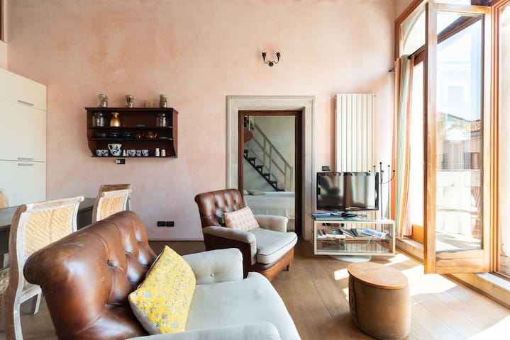 secluded apt with balcony,next to the Arsenale