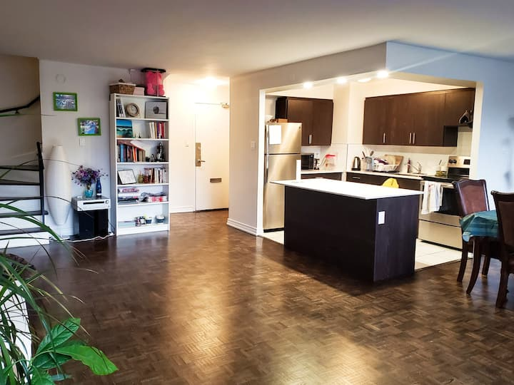 Large Private Room in a Duplex Apt near subway