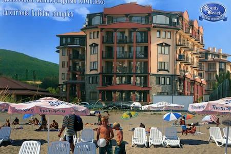 сдам квартиру в Болгарии - Нистенарка - Lägenhet