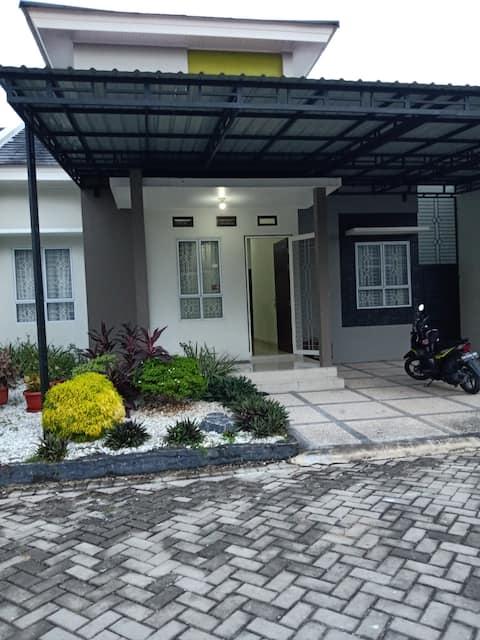 Rumah Bernuansa Homey di Pekanbaru Panam