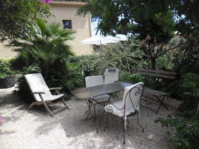 Chambre + jardin  à 400 m de la mer - Carry-le-Rouet - 獨棟