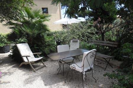 Chambre + jardin  à 400 m de la mer - Talo