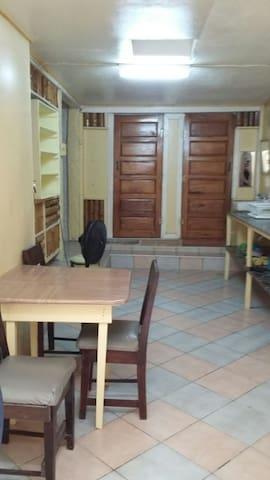 Chapito's Central Budget Apartment4 - Caye Caulker - Apartemen