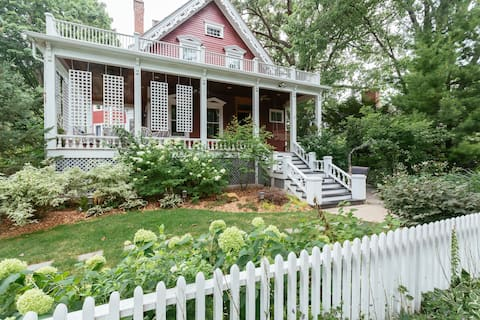 Garden Apartment in historic home.