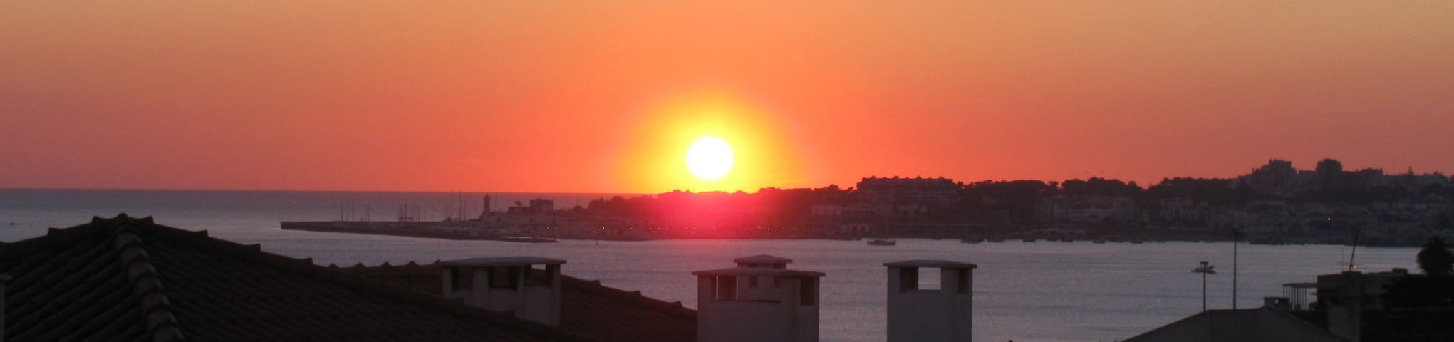 Cascais Bay View - Watch the Sunset Every Evening from your Window with a Glass of Portuguese Wine...