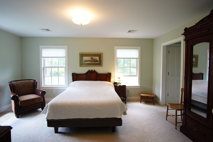 Farmette, Queen Suite w/Office - Macungie - Talo