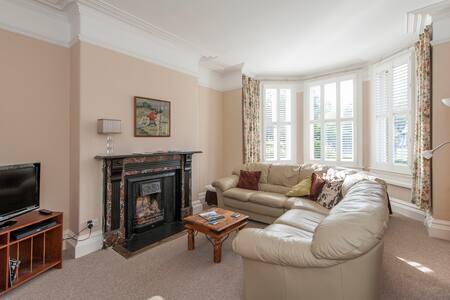 A large Victorian apartment - Bathwick - Daire