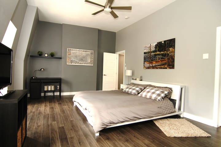 Heritage Townhome 2 - On The Park!