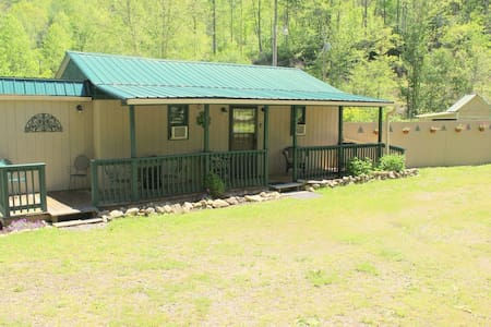 Celtic Comfort Cabin, mt. retreat, dog friendly!