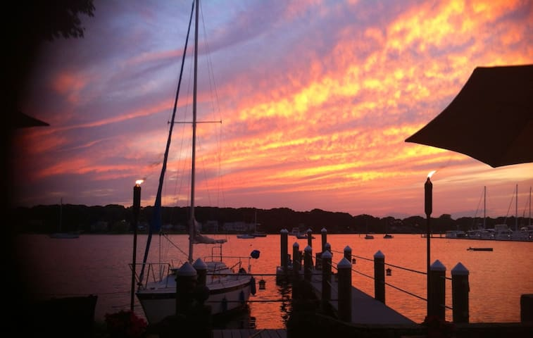 Waterfront Living with sunsets! - Barrington - Apartment