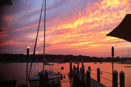 Waterfront Living with sunsets! - Barrington