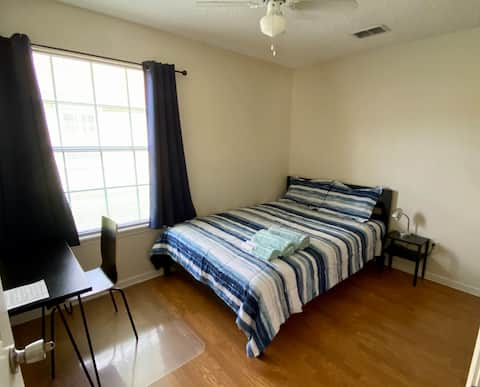 Private, cozy room, great for business travels.