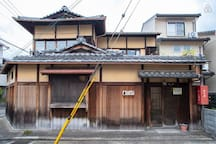 【Single room】Enjoy a traditional townhouse near Nijo castle with 80 years of history! (Double-size mattress)