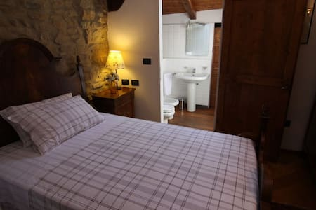 French double bed in Farmhouse - Monte San Pietro