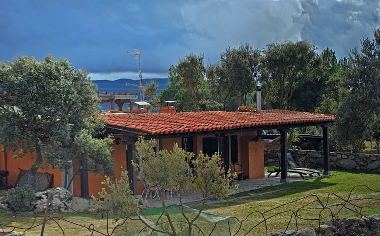 Casa Oeste en El Tejado - Salamanca - El Tejado de Béjar - บ้าน