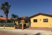 Villa Tibushi Aruba - Front of the home, with enough space to park your car(s)
