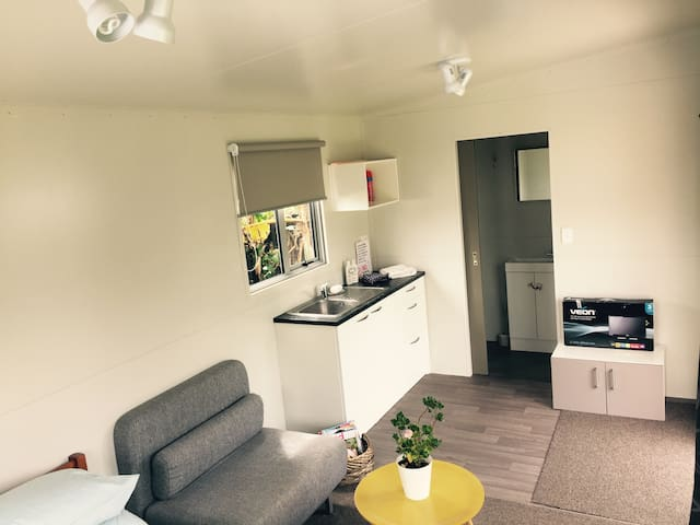 Self contained unit in Mount Roskill - Auckland