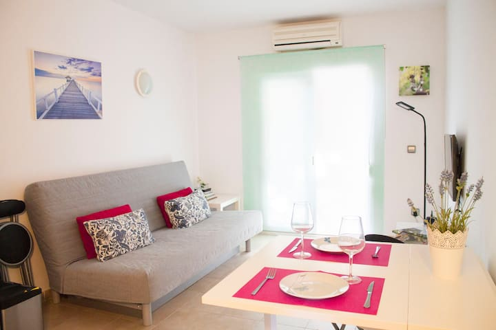 Cozy apartment at 150m from beach