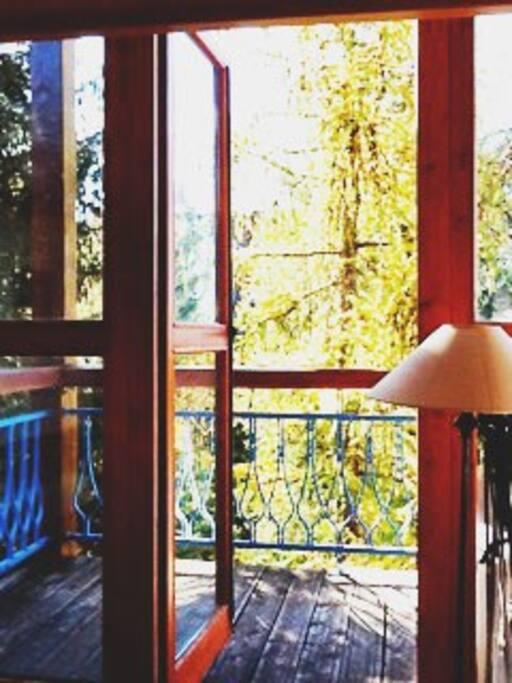 baie vitrée et balcon