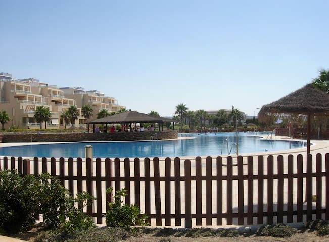 Sunny&quite apartment in the beach - Almerimar - Lakás