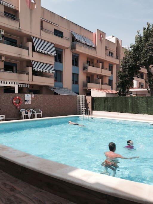 La piscina de los apartamentos