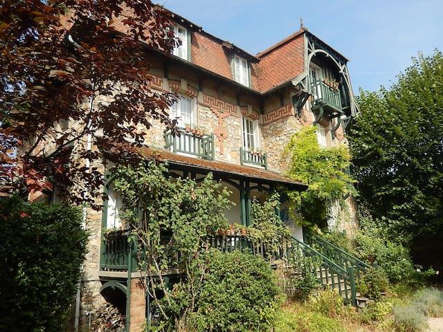 LE QUAI DES NOUES - Montereau-Fault-Yonne - 家庭式旅館