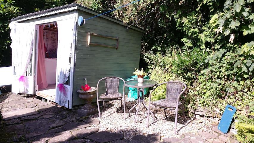 Little cabin on Offa's Dyke - Llangattock Lingoed - กระท่อม