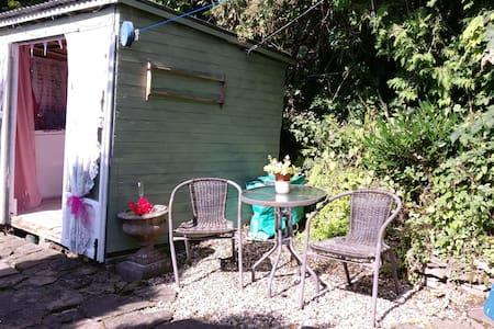 Little cabin on Offa's Dyke - Llangattock Lingoed - Barraca