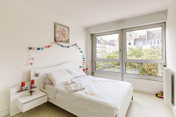 Nice & quite room Beaubourg-Marais