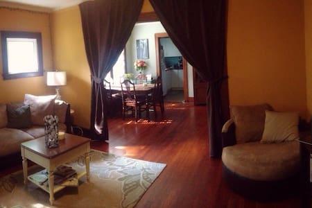 Cozy Room in Detroit -Ferndale Flat - Ferndale - Ház