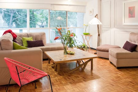 Our comfortable apartment is equipped with all you need for a incredible visit to Mexico City. Located in the heart of the Condesa neighborhood this apartment is the perfect place to stay in a safe place close by to the the city's main attractions.