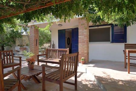 Appartamento indipendente in villa - Licata