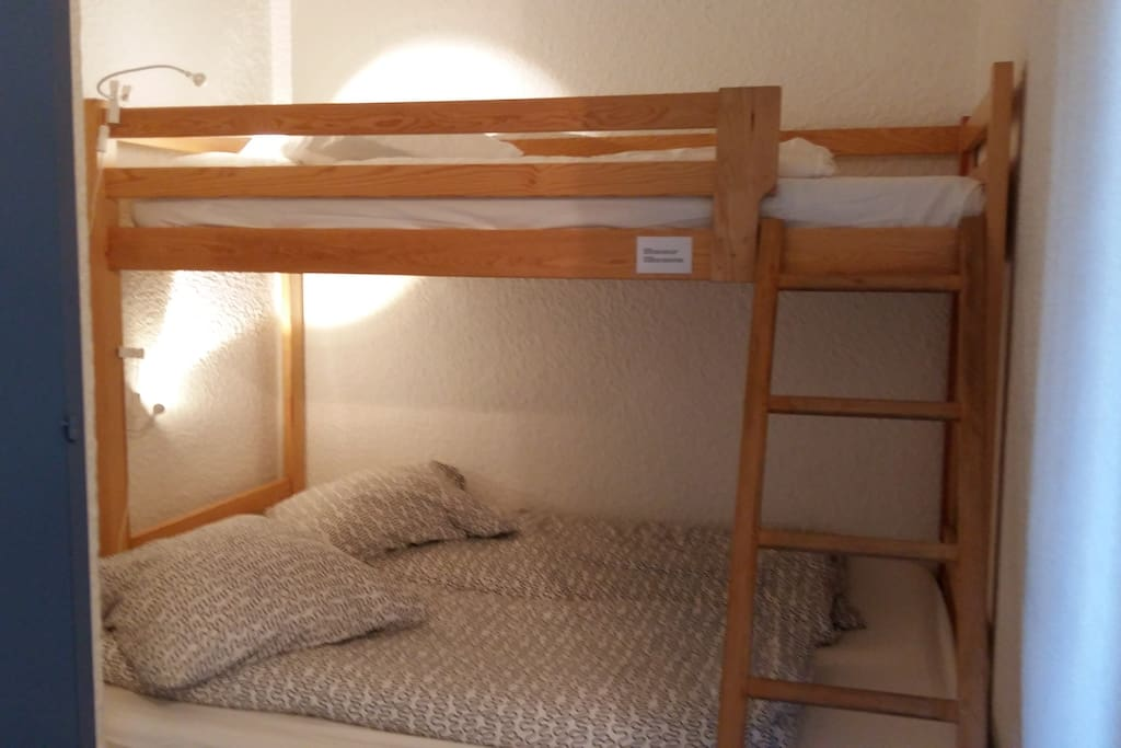 double bed with single bed above in 'coin de nuit'