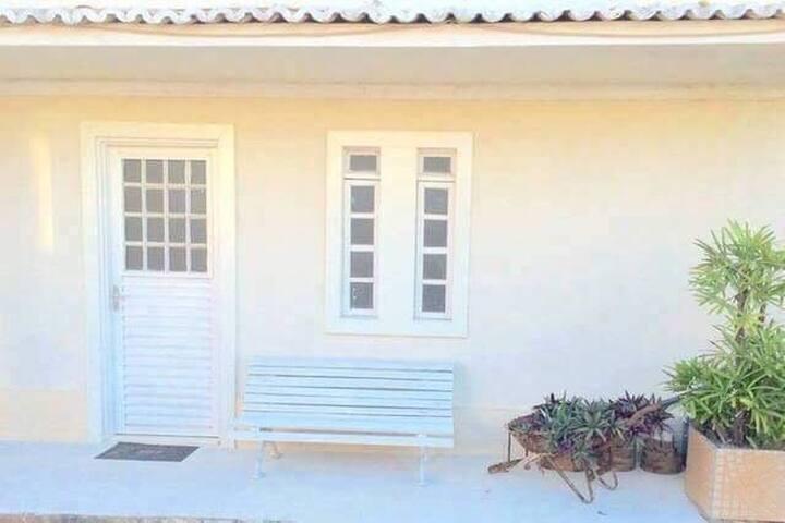 Linda kitnet em Arembepe, com ar condicionado