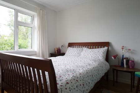 Self catering B&B 15min walk to sea - Galway
